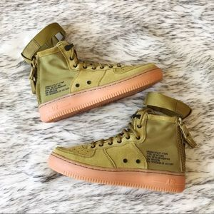 NIKE SF Air Force 1 Mid Shoes Desert Moss